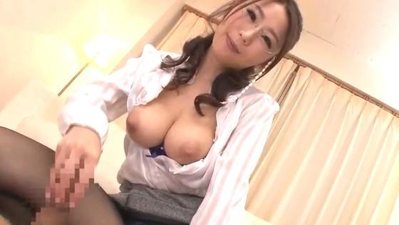 鬼コキしちゃう手マンコPTA会長!